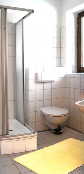 Nasszelle Dusche Wc : Nasszelle mit WC, Dusche und Waschbecken jeweils k/w Wasser Garderobe
